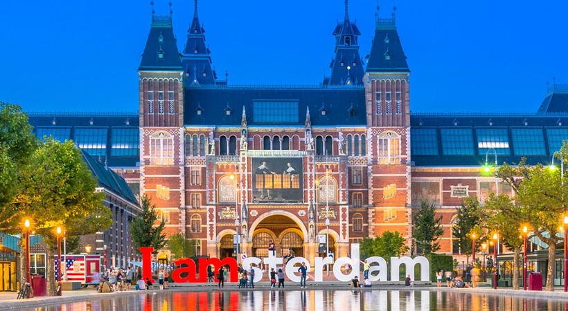 Oğuzhan Özyakup ve Melisa Aslı Pamuk, yılbaşını Amsterdam'da geçirdi