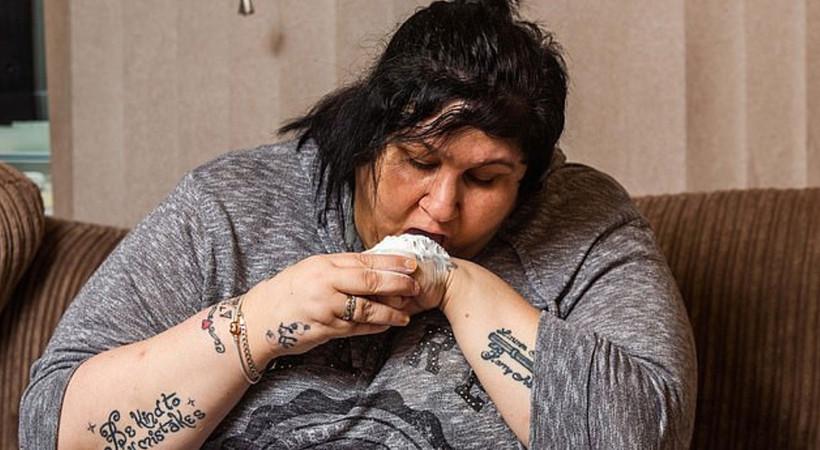 Pudra yemeden duramayan kadın