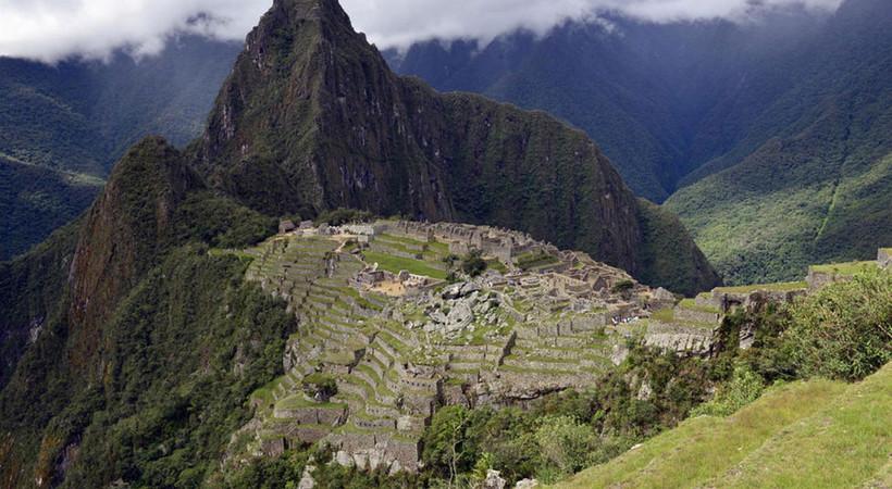 Machu Picchu Tapınağı'nda tuvaletini yapan turistler sınır dışı edildi