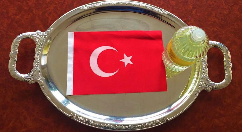 Dolandırıcılar Türk Bayrağı ve milli duyguları istismar ederek halkı kandırıyor