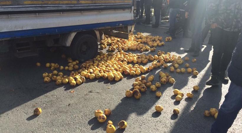 Seyyar satıcıdan İBB önünde ayva protestosu