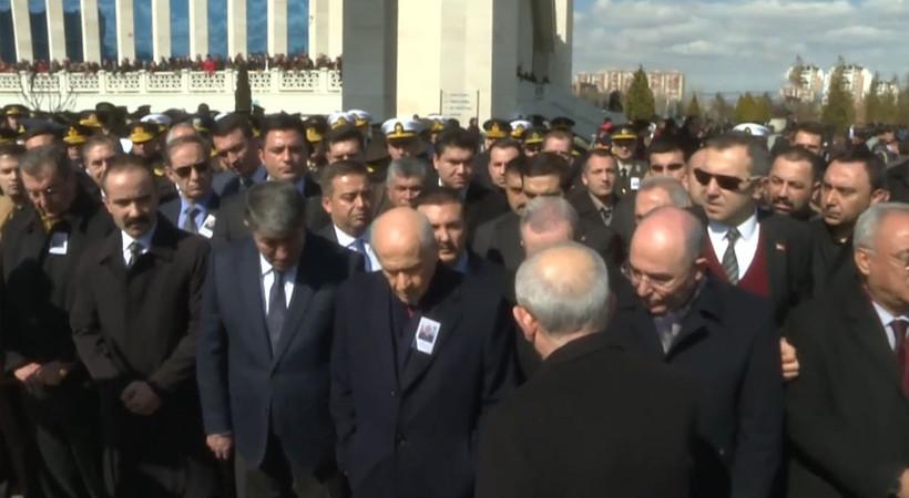 Şehit cenazesine katılan Devlet Bahçeli, Kemal Kılıçdaroğlu'nun elini sıkmadı