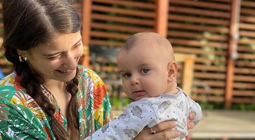 Hazal Kaya'dan bebeğiyle güldüren paylaşım