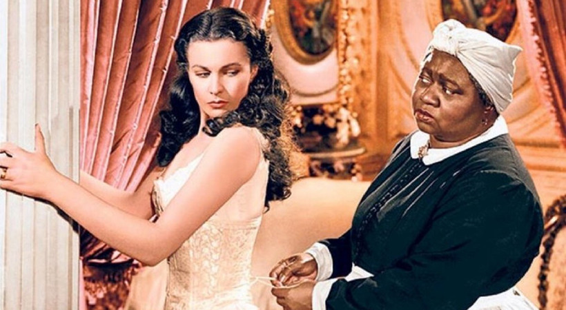 Irkçı ifadeler içeren film yayından kaldırıldı
