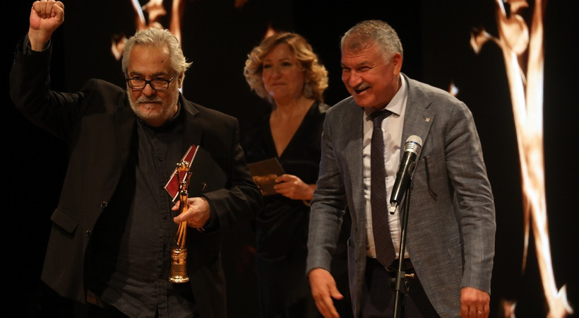 Rutkay Aziz, ödülü Türk Tabipleri Birliği'ne adadı