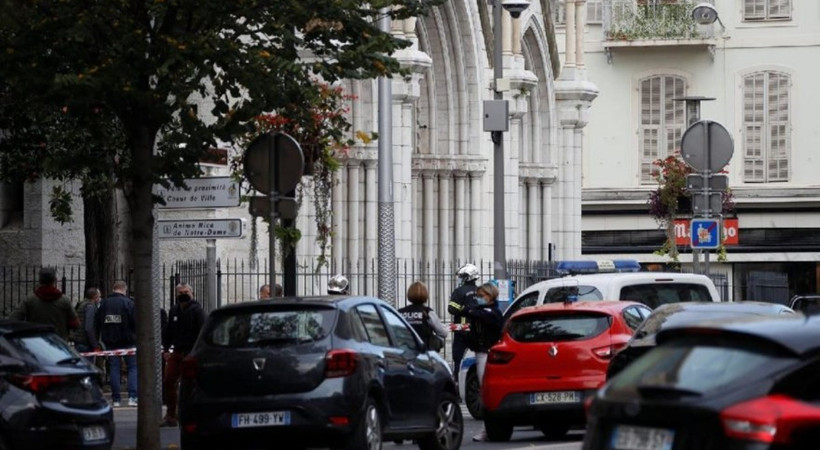 Fransa'da kilise yakınlarında bıçaklı saldırı!