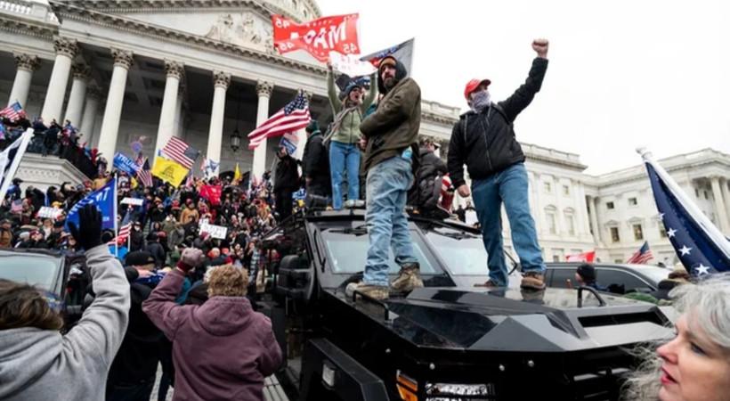 ABD'de kaos... Eylemciler kongre binasını bastı, 4 ölü!