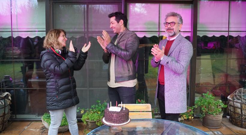 Mert Fırat'a sette doğum günü sürprizi