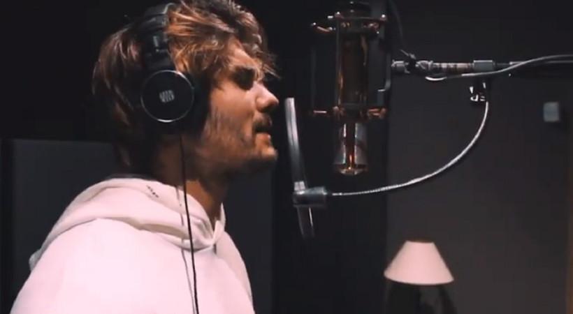 Barış Murat Yağcı şarkıcılığa adım attı
