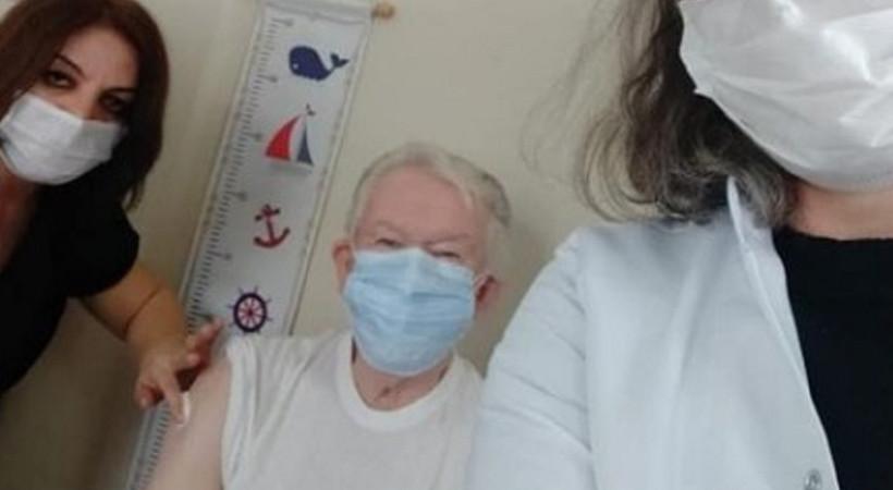 Uğur Dündar aşı oldu