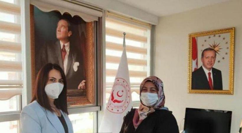 Atatürk portresinin önüne perde çekti!