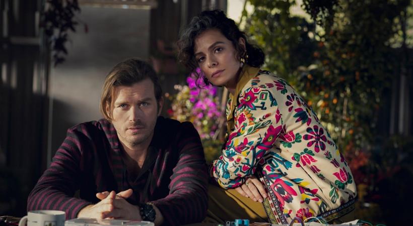 Kıvanç Tatlıtuğ ve Özge Özpirinçci'yi buluşturan Netflix dizisinden ilk kareler!