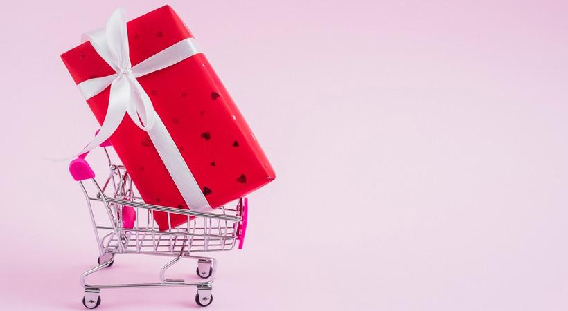 Sevgililerin yüzde 74'ü online hediyeleşti