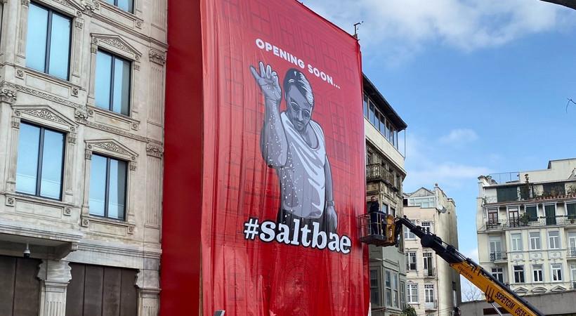 İBB, Galata'daki dev Nusret posterini kaldırdı