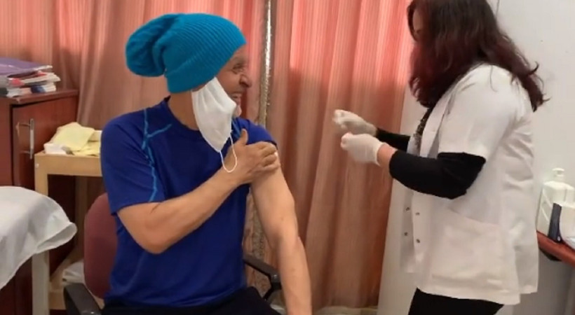 Ünlü oyuncu aşı oldu, meydan okudu