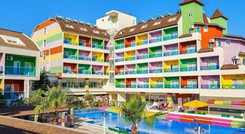 Ünlü Sanatçıların Tercihi Antalya'da Harika Bir Tatil Geçirin: Blue Paradise Side Otel