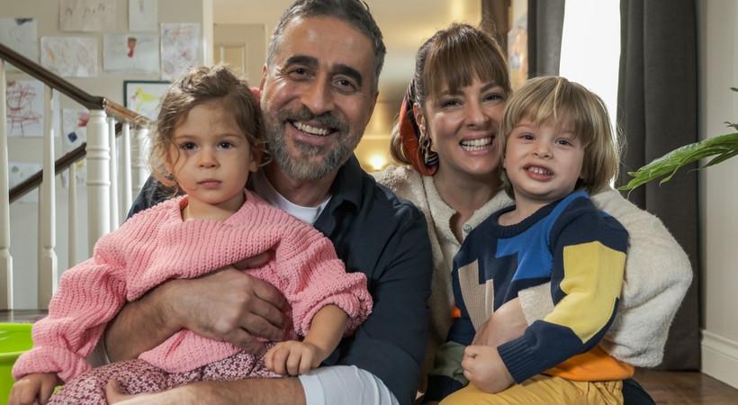 Doğa Rutkay Kamal ilk kez ailesiyle birlikte Cif için kamera karşısında