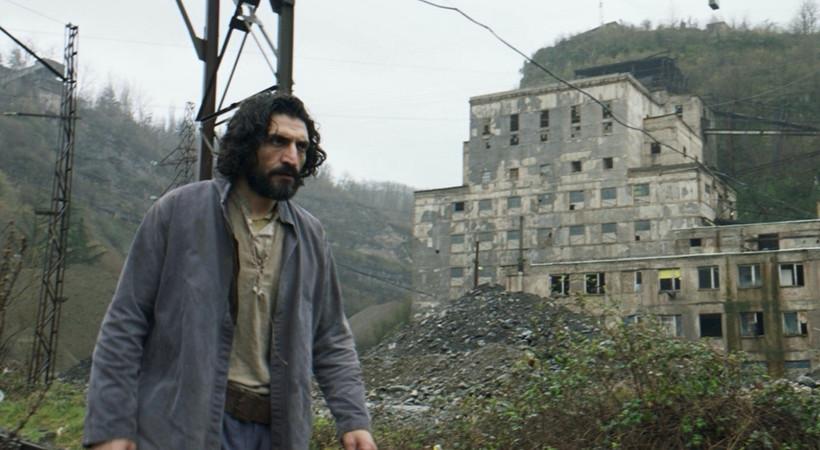 Erdem Tepegöz'ün ödüllü filmi Gölgeler İçinde festival yolculuğuna devam ediyor!