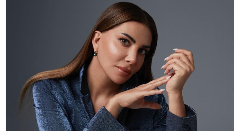Ebru Yaşar'ın yeni albümü Gel de Sevme çıktı!