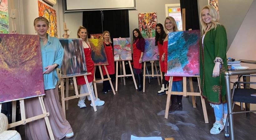 Kızılay, hayırsever kadınları sanatla buluşturdu