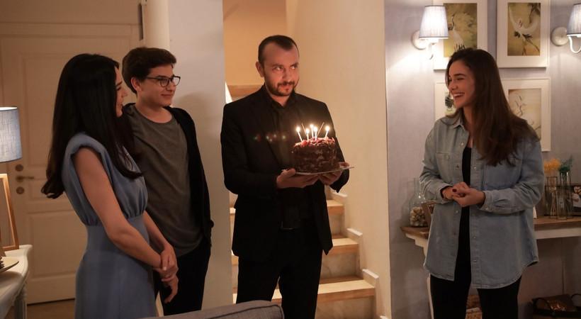 Son Yaz setinde Ali Atay'a sürpriz doğum günü kutlaması!