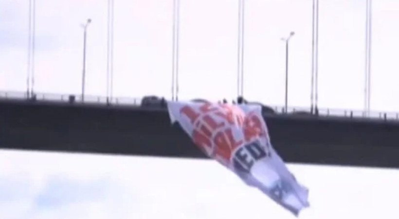 15 Temmuz Şehitler Köprüsü'ne '128 Milyar Dolar Nerede?' pankartı!