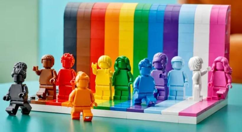 Lego, ilk LGBT+ setini satışa çıkarıyor: 'Herkes Mükemmeldir'