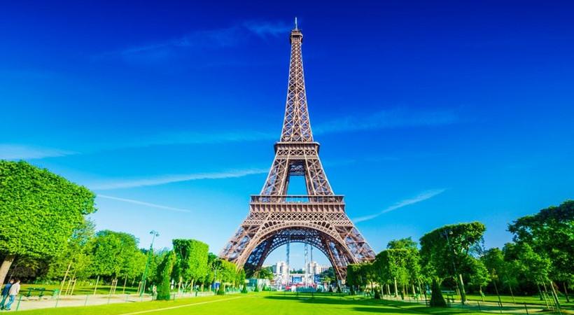 Fransa, seyahat kısıtlaması getirdiği 'kırmızı ülkeler' listesinden Türkiye'yi çıkardı.