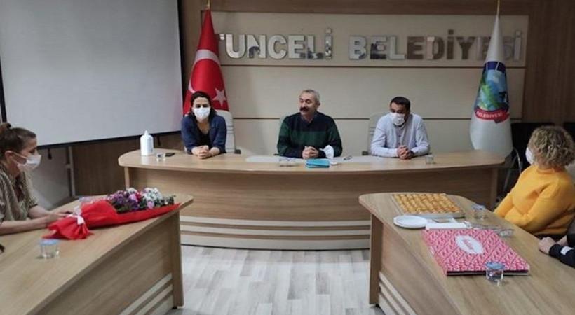 """Tunceli Belediyesi'nde en düşük maaş 5 bin lira oldu...  """"Komünist başkan"""" Fatih Mehmet Maçoğlu yüzde 40 zam yaptı..."""