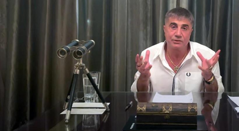 Organize suç örgütü lideri Sedat Peker, ailesiyle birlikte Koronavirüs'e (Covid-19) yakalandığını duyurdu.