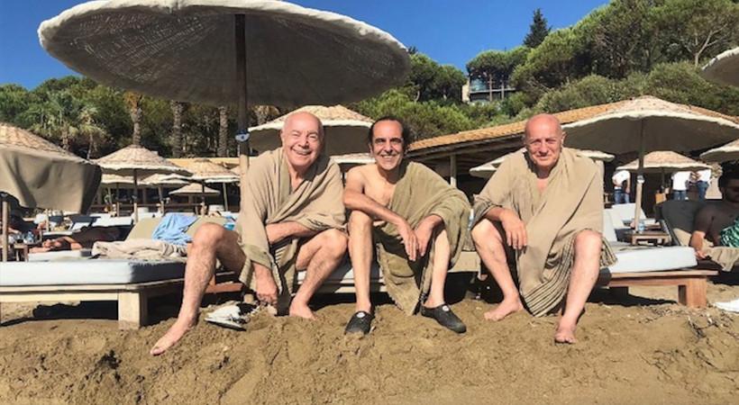 """2 yıl aradan sonra ilk konserlerini Club Marvy'de veren MFÖ'yü plajda havlular içinde görenler """"Kim bu dervişler"""" dedi..."""