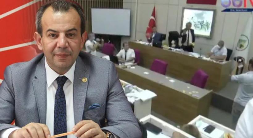 Tanju Özcan, belediye meclisinde AKP'li üyelere çay fırlattı: 'Cumhurbaşkanı gibi mi yapayım?'