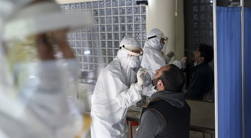 Koronavirüsle mücadelede yeni dönem başlıyor: Aşısızlar pazartesinden itibaren test yaptırmak zorunda