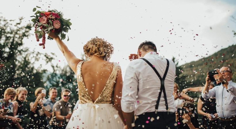 Evlenmek isteyen gençlere 2 yıllık maaş devletten! Nikaha otur, 24 maaşı kap