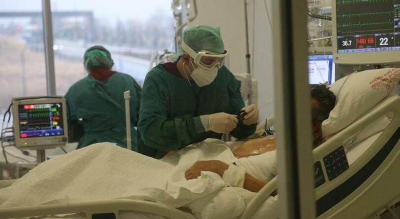 Genel Cerrahi Uzmanı Prof. Dr. Mehmet Bülent Tırnaksız koronavirüs nedeniyle hayatını kaybetti