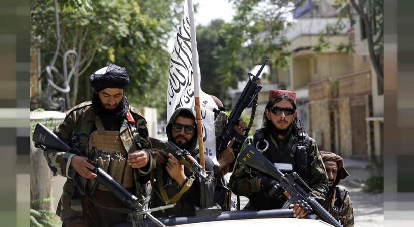 Katar heyetini ağırlayan Taliban'ın atadığı başbakan Molla Muhammed Hasan Akhund ilk kez kameralar karşısına geçti