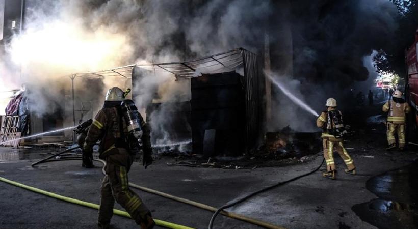 Bahçelievler'de korkutan yangın: Her yeri kara duman kapladı