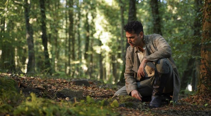 Aziz dizisinden ilk fotoğraflar başrol oyuncusu Murat Yıldırım'dan geldi!