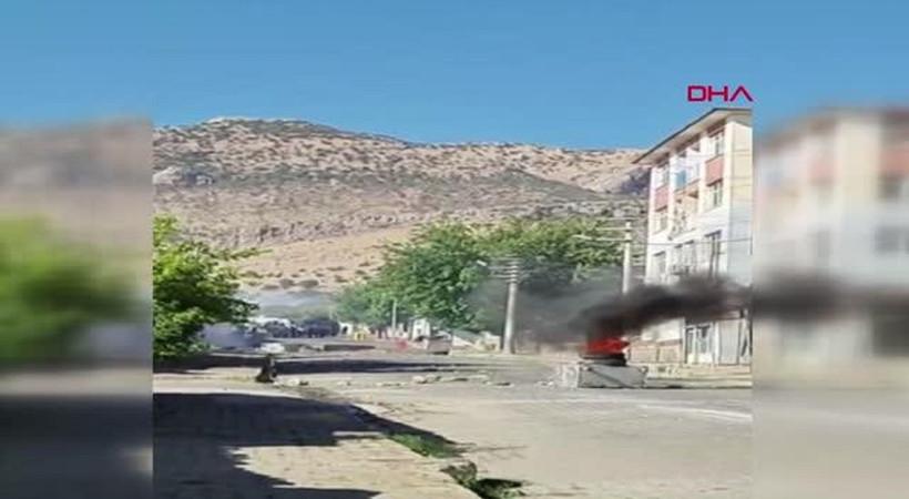 Diyarbakır'da lastik yakıp polise saldırdılar