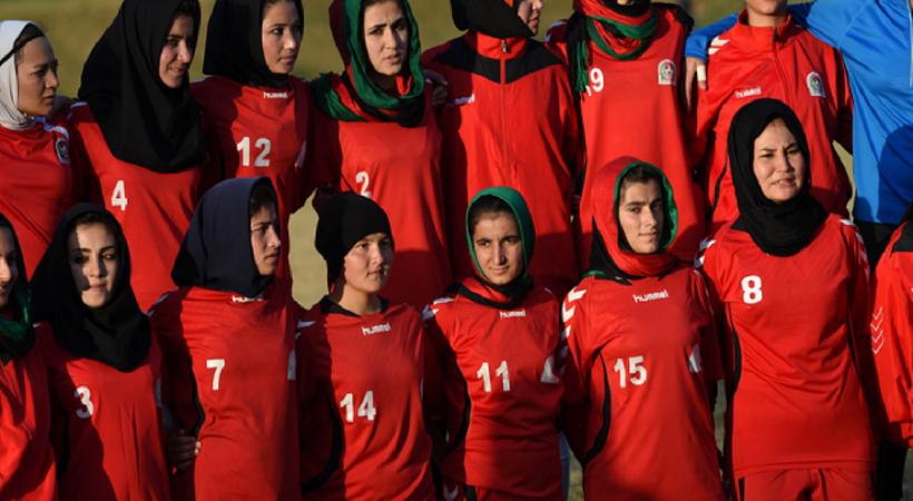 Afganistan kadın futbol takımı, ülkeyi terk ederek Pakistan'a gitti