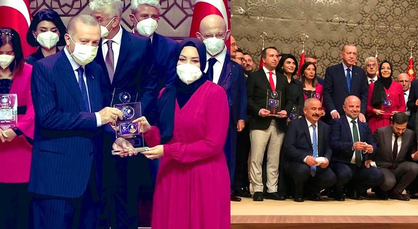 Hilal Kaplan 'Yılın Kitabı' ödülünü kazandı, ödülü Erdoğan verdi
