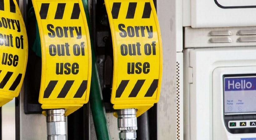 İngiltere'de bazı istasyonlarda yakıt sorunu devam ediyor