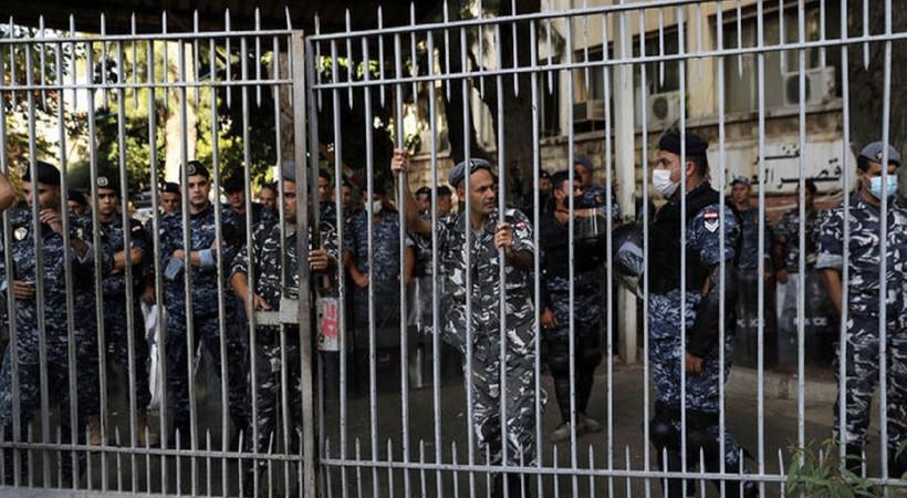 Beyrut'ta 2020 liman patlamasına yönelik protestoda çatışma çıktı; en az altı kişi hayatını kaybetti