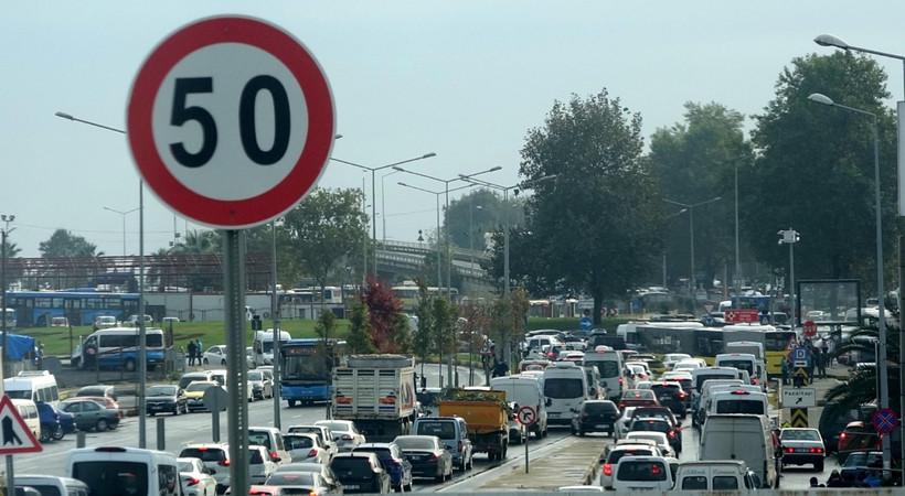 10 aracın karıştığı zincirleme kaza! Yollar kilit