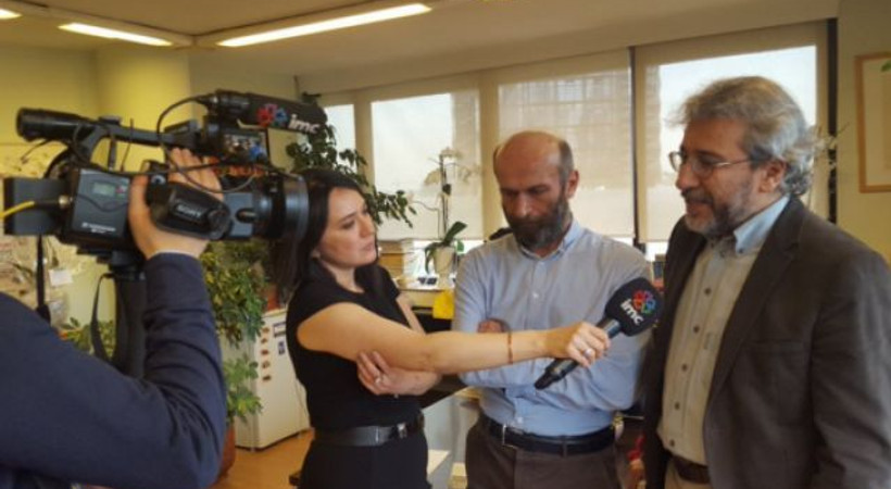 imc tv ekranı Banu Güven'in Cumhuriyet Gazetesi'ndeki yayını esnasında karardı!
