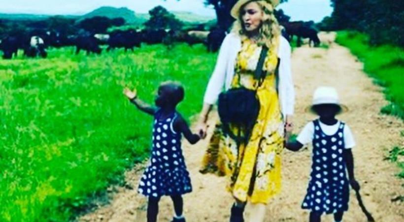 Madonna evini ve ailesini ikizlere açtı!