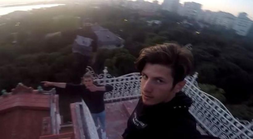 Son selfisinde yere çakıldı!