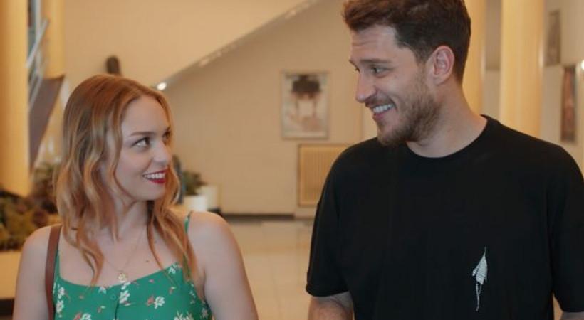İki ünlü oyuncu, Youtube dizisi 'Aynen Aynen'de buluşuyor!