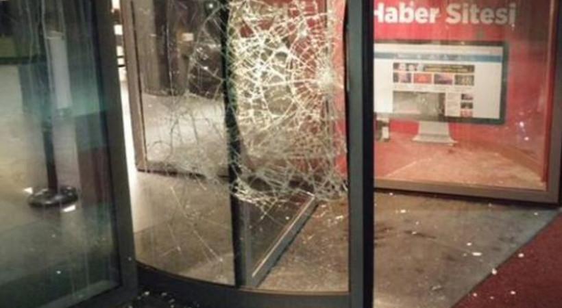 Hürriyet'e yapılan saldırıyı hangi gazeteler ilk sayfadan gördü?