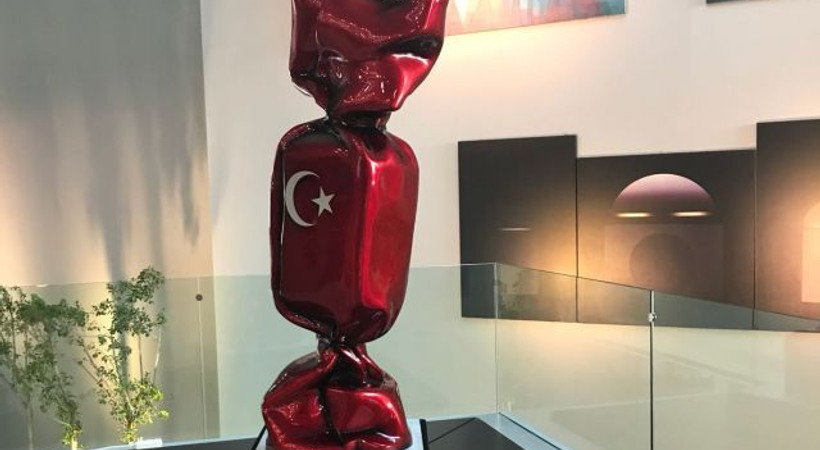 Satışın ardından Hürriyet'in girişine bu eser konuldu!